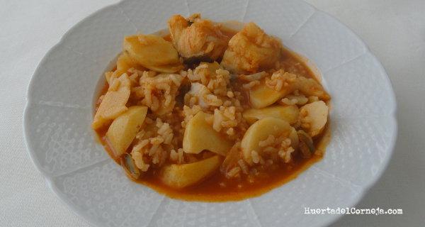 Patatas con arroz y bacalao