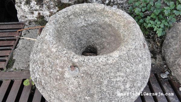 Piedra superior de un molino manual
